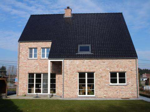 Nieuwbouw in aluminium en hout crème (RAL 9001 )